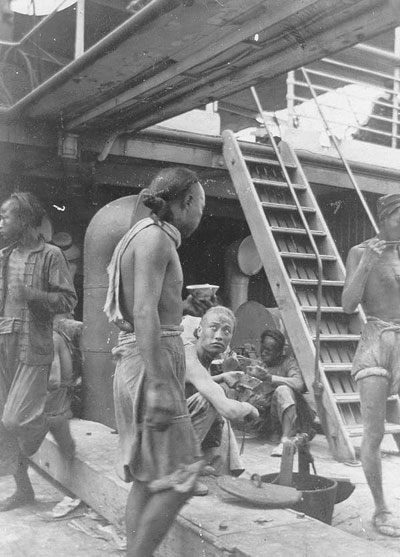 cpr_chinese_labourers_on_board_ship.jpg
