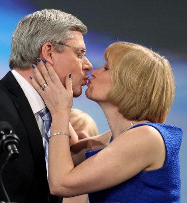 victory_kiss.jpg